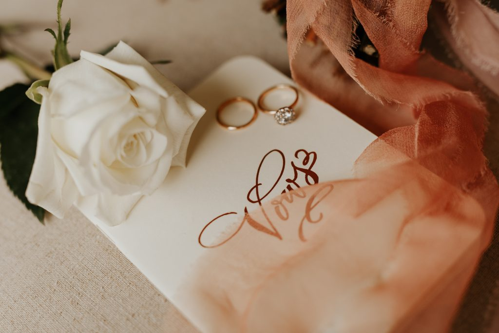 15 Getting Ready Wedding Photos You Should Have