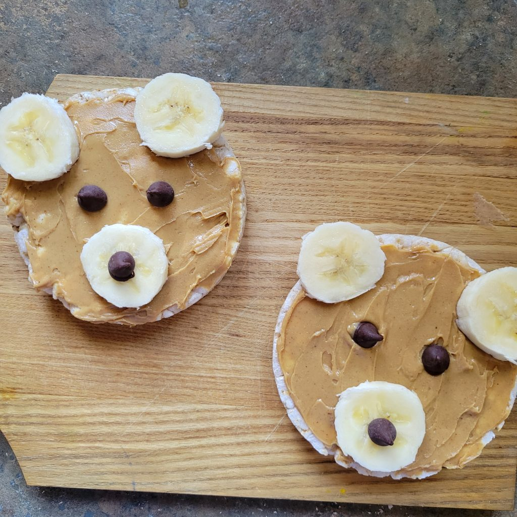 25+ Summer Snack Ideas for Kids rice cakes and peanut butter